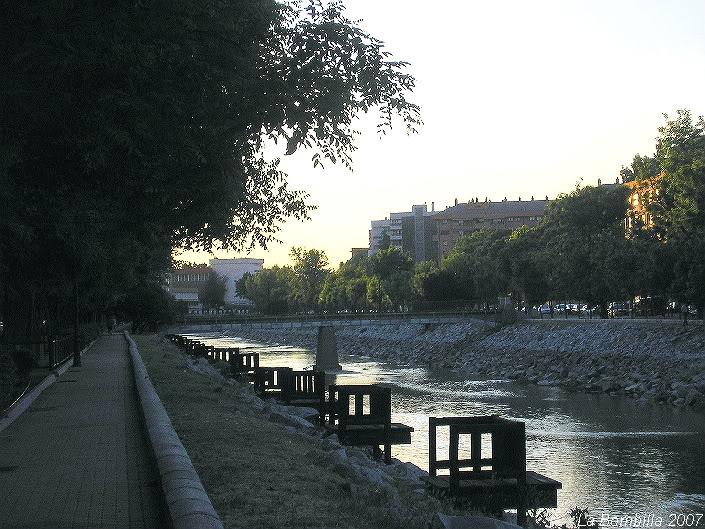 El Rio Manzanares a su paso por el Barrio de la Bombilla