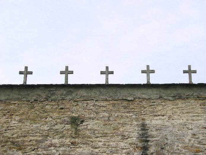 Tapia de cementerio en el Camino del Norte
