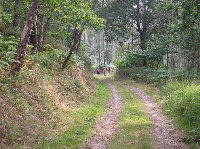 Peregrinas en el Camino del Norte, cerca de Ribadeo
